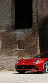 Ferrari-F12-Berlinetta-front-three-quarters-4